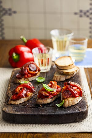 Grilled red peppers with chorizo toasts